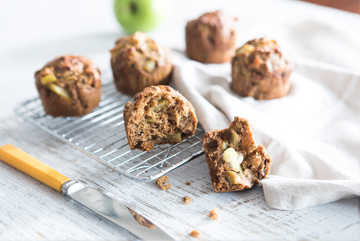 Apple and date bliss balls